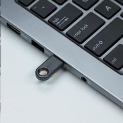 TRITON Plastový rámeček pro vylamovací záslepku na nástěnný rozvaděč (300x70mm, 1ks)