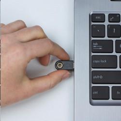 TRITON Plastový rámeček pro vylamovací záslepku pro stojanový rozvaděč (370x90mm, 1ks)