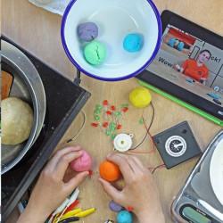 "MIO MiVue Drive 60 Full Europe Lifetime - 6,2\"" navigace s kamerou"